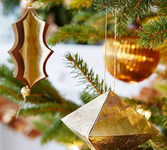hang Christmas tree ornament