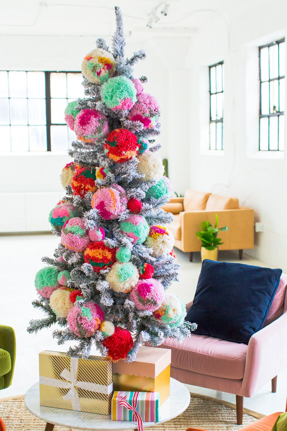use DIY pom pom tree