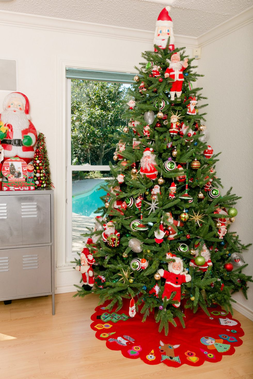 use vintage Santa dolls