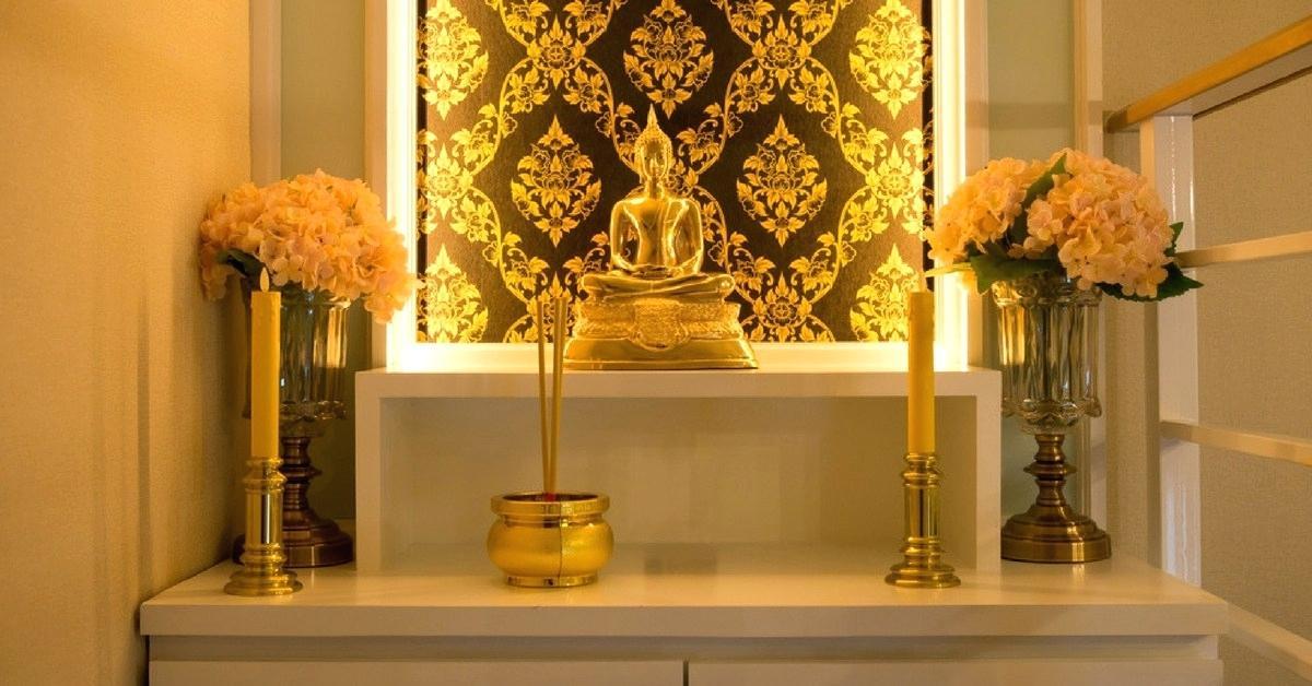 golden glow   mandir decoration ideas