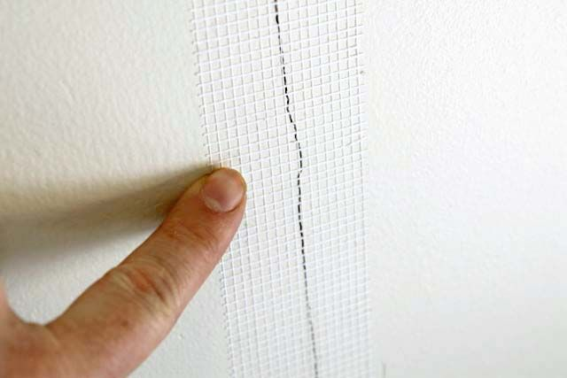 How to Repair Drywall Cracks Easily